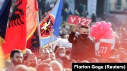 Pristalice pokreta Samoopredeljenje na poslednjem mitingu pred izbore, u Prištini 12. februara 2021. (Foto: Reuters/Florion Goga)