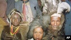 Des membres de la tribu Ogiek au cours d'une procédure judiciaire à Nairobi, Kenya, 18 novembre 1999.