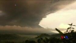 巴厘島阿貢火山再度爆發 部份國際航班取消 (粵語)