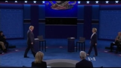 Clinton,Trump Engage in Tense Second Debate