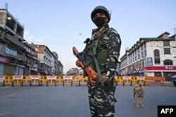 رپورٹ میں بھارتی کنٹرول کے کشمیر میں شہری آزادیوں پر پابندیوں کا ذکر کیا گیا ہے۔