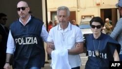 Італійська поліція веде затриманого Франческо Інцерілло в Палермо 17 липня 2019 р.