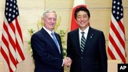 Sakataren Tsaron Amurka, Jim Mattis da Firai Ministan Japan Shinzo Abe