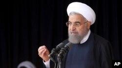 Tổng thống Iran Hassan Rouhani phát biểu trước một đám đông trong chuyến thăm tới thành phố miền Trung Arak ngày 23 tháng 10 năm 2016.