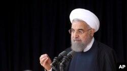 Presiden Iran Hassan Rouhani berbicara di kota Arak hari Minggu (23/10).