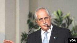 """""""Los diplomáticos argentinos no tienen ninguna fecha para retirarse de Tegucigalpa"""", dijo el canciller argentino Jorge Taiana."""