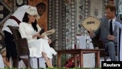 Pangeran Harry dan Meghan, Duchess of Sussex, menghadiri upacara penyambutan di Suva, Fiji, 23 Oktober 2018.