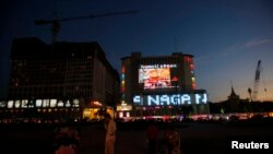 A general view of people in front of NagaWorld casino in central Phnom Penh January 11, 2014.
