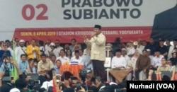 Prabowo Subianto berpidato di depan pendukungnya di Kridosono, Yogyakarta. Senin, 8 April 2019. (Foto:VOA/Nurhadi)