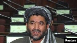 Anggota parlemen rendah Afghanistan, Ahmad Khan Samangani tewas saat seorang pembom bunuh diri hadir dan meledakkan diri di resepsi pernikahan anakknya di propinsi Samangan (14/7).