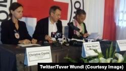 Peter Maurer, Président du CICR, au centre, avec Christine Cipolla, représentante RDC pour le CICR, à gauche, lors d'une conférence de presse à Goma, 18 mai 2018. (Twitter/Tuver Wundi)