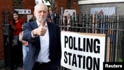Lider britanskih laburista Džeremi Korbin gestikulira nakon glasanja na lokalnom biračkom estu u Londonu, 23. maja 2019.