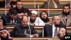 اعضای سلفی در اولین نشست پارلمانی مصر پس از سقوط حسنی مبارک