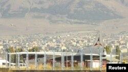 Էրզրումում վայրէջք կատարած «Էյր Արմենիա» ավիաընկերության օդանավը, 15 հոկտեմբերի 2012թ.