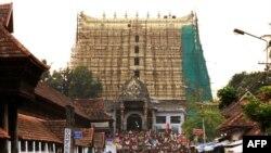 Các tín đồ tụ tập tại ngôi đền Sree Padmanabhaswamy thuộc bang Kerala, Ấn Độ