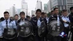 香港警方清场 泛民议员等被拘