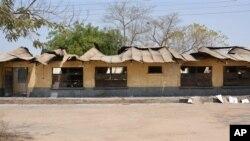 Baraguzan ginin makarantar da 'yan Boko Haram suka kone.