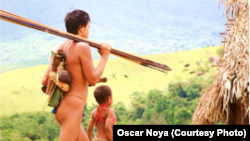 Aldeanos yanomami que nunca antes tuvieron contacto con la civilización occidental. (Foto: Oscar Noya)