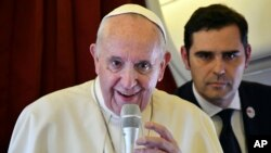 El papa Francisco, sin embargo, no respaldó llamados más amplios de sus propios obispos para ubicar a las mujeres en puestos clave para la toma de decisiones.