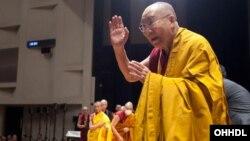 Đức Đạt Lai Lạt Ma đã rời Tây Tạng và sống lưu vong sau khi Trung Quốc chiếm quyền kiểm soát Tây Tạng