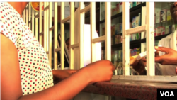 A woman is seen obtaining prescription medicine in Nairobi, Kenya, March 29, 2016. (R. Ombuor/VOA)