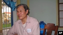 Catholic priest Father Nguyen Van Ly - who remains in prison, but is ill - sits in his room inside the Hue Archdiocese in Hue city, March 2010. (file photo)