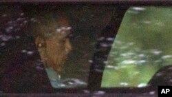 """Presidenti Obama duke u larguar nga pushimet në """"Martha's Vineyard"""""""