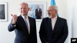 자바드 자리프 이란 외무장관(오른쪽)이 23일 유엔 총회가 열리고 있는 뉴욕에서 윌리엄 헤이그 영국 외무장관과 양자 회담을 가졌다.