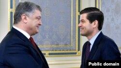 Президент Петро Порошенко і Весс Мітчелл. 2017р.