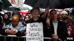 En 2010 decenas de personas se manifestaron en contra de la propuesta de edificar un centro cultural islámico entre la 'zona cero' y el viejo edificio de Park Place de Nueva York.