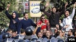 ElBaradei Pote Kole ak Manifestan ann Egipt Kont Prezidan Moubarak