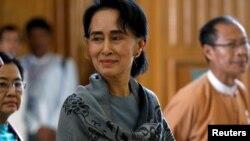 NLD ဥကၠ႒ ေဒၚေအာင္ဆန္းစုုၾကည္။၂၈ ဇန္န၀ါရီ ၂၀၁၆ (သတင္းဓါတ္ပံု-NLD Chairperson)