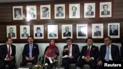 艾莎获释后在印尼大使馆出席记者会(路透社)