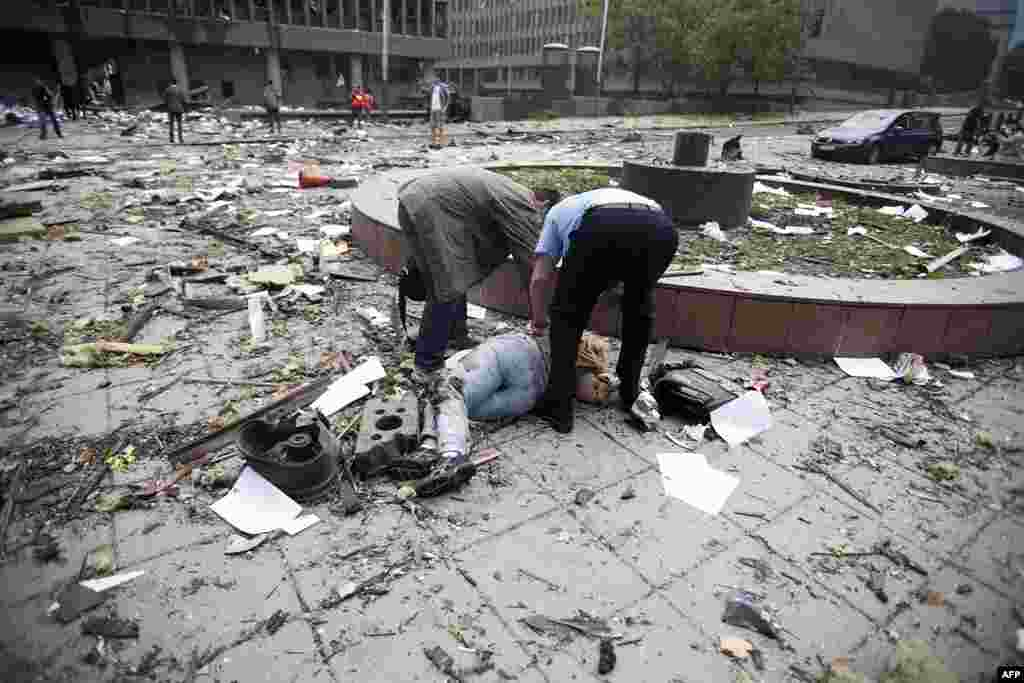 A view shows the aftermath of a blast on a street in Oslo July 22, 2011. A bomb ripped through Oslo's central government district on Friday killing seven people, police said, and hours later a gunman opened fire at a youth camp on a nearby island. REUTERS