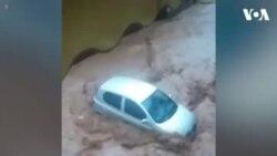 سیلابی پانی کی گاڑی کو بہا لے جانے کی کوشش