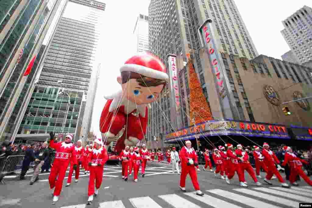 El globo Elf on the Shelf también hizo presencia en uno de los desfiles más importantes de la ciudad de Nueva York.