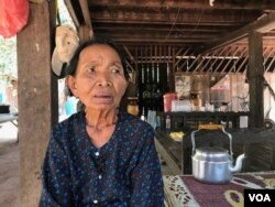 FILE - Im Chaem spoke to VOA from her home in Anlong Veng district in Udder Meanchey province, April 20, 2017. (Sok Khemara/VOA Khmer)