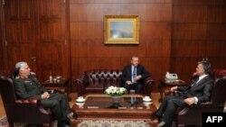 Orgeneral Necdet Özel Çankaya Köşkü'nde Başbakan Recep Tayyip Erdoğan ve Cumhurbaşkanı Abdullah Gül'le