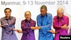 Obama Xitoy, Myanma va Malaysiya vakillari bilan ASEAN sammitida. 12-noyabr 2014-yil