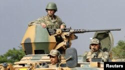 Турецкий военный конвой, поддреживающий порядок на турецко-сирийской границе. Газиантеп, Турция