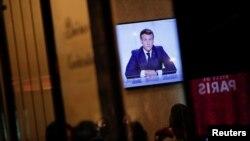 Fransa Cumhurbaşkanı Emmanuel Macron, Corona virüsü salgını konusunda televizyon ekranlarından Fransızlar'a seslendi