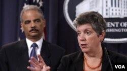 UEl Fiscal General de EE.UU., Eric Holder, en la rueda de prensa junto a la Secretaria de Seguridad Nacional, Janet Napolitano.