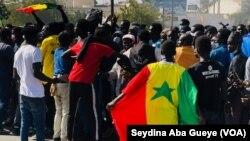 Les jeunes étaient en 1ere ligne des manifestations de Mars, à Dakar, le 26 avril 2021. (VOA/Seydina Aba Gueye)