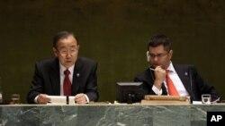 24일 유엔 총회에서 연설하는 반기문 유엔 사무총장(왼쪽).
