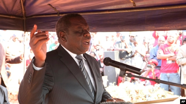 MDC leader Morgan Tsvangirai speaks at the burial of an activist in Harare, Aug. 14, 2013.