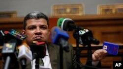 Luis Parra, de 41 años, fue coordinador del partido Primero Justicia (PJ), una de las fuerzas opositoras con mayor presencia en el Parlamento, hoy es el presidente de la Asamblea Nacional.