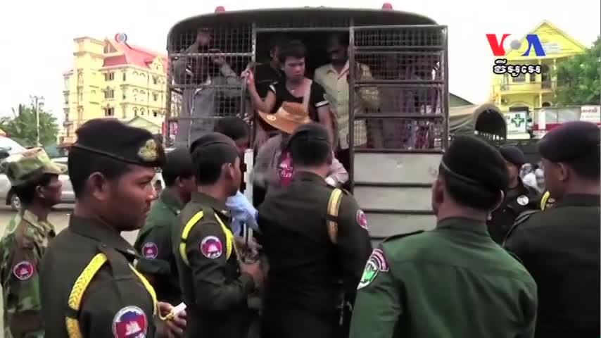 Cambodia Workers Exodus Hits 220,000