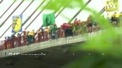 У Бразилії спробували побити рекорд Гіннеса по наймасовішому стрибку з канатом. Відео