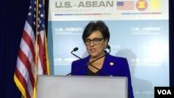 美國商務部長普利茲克舉行記者會 (美國之音莉雅拍攝)