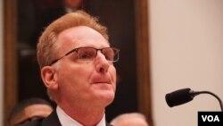 美国海军部代理部长莫德利(Thomas Modly)到国会作证(美国之音黎堡2020年2月27日摄)